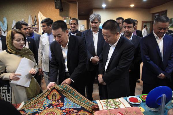 بازدید مدیران شهری گوانگ ژو از نمایشگاه صنایع دستی هنرمندان استان گلستان در ناهار خوران گرگان