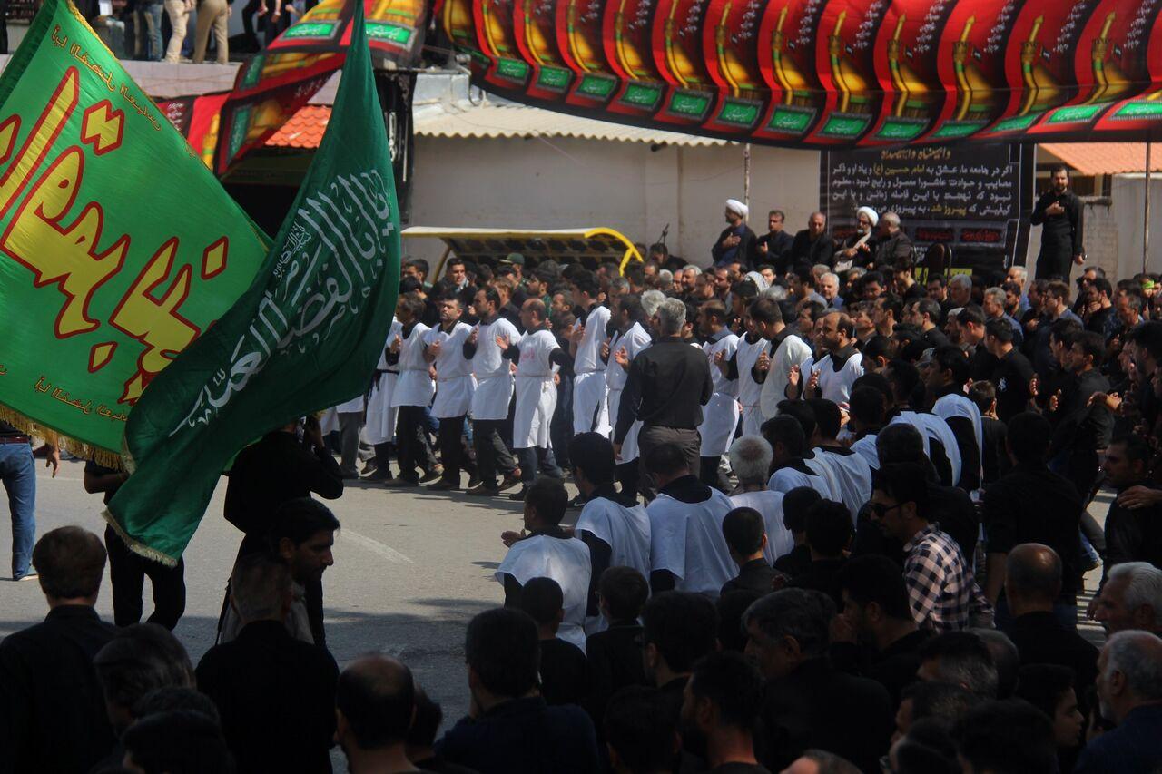 برگزاری عزاداری سنتی سینه زنی کمر به کمر رامیان در عاشورای حسینی/تصاویر