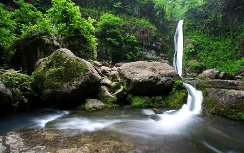 طبیعت آبشار شیرآباد و غار دیو سپید